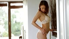 Whorish girlie is sexy showing her body